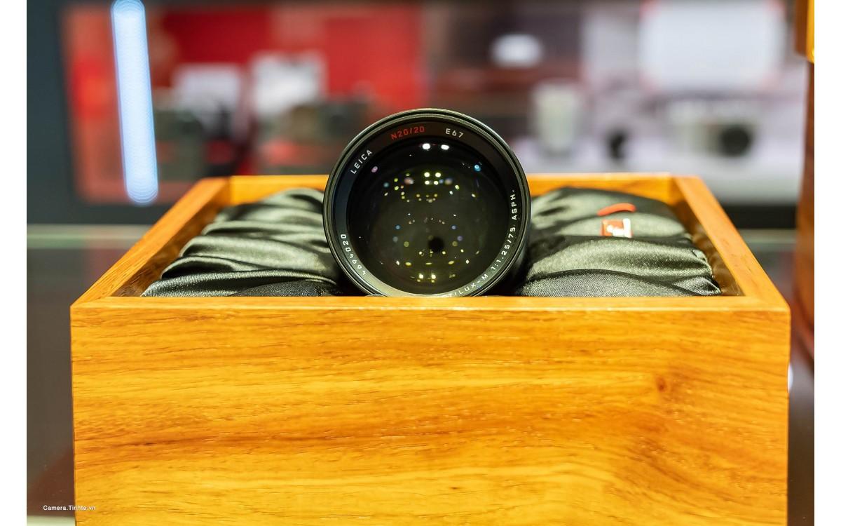 Trên tay ống kính LEICA NOCTILUX-M 75mm f/1.25 ASPH, bản giới hạn chỉ 20 chiếc được sản xuất trị giá